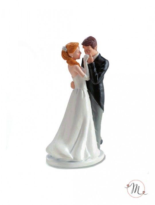Cake topper - Sposi baciamano.  Originale, romantico e personalizzabile, darà un tocco in più alle tue nozze. Resina dipinta. Misure: 16 cm. #caketopper #cake #topper #wedding #matrimonio #weddingideas #ideasforwedding #figurastartanuptcial #hochzeitcaketopper #weddingday