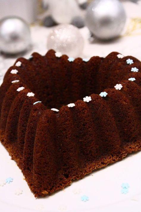 Tätä Joulun kahvikakkuohjetta ei suotta ole kehuttu Herkkuhovin blogissa, sillä se oli tosi mehevä, kostea ja ihanan pehmoinen. Kakku on lisäksi ihanan helppo ja nopea tehdä. Kakun kuohkeasta rakenteesta ei olisi uskonut, että kakun tekemiseen ei tarvita edes vatkainta, vaan riittää, että ainekset kääntää sekaisin käsivoimin. Ja vain yhdessä kulhossa. Helppoa kuin mikäkin. Ainut vaikeus …