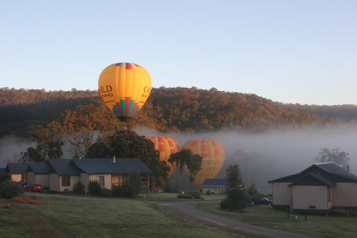 Hot air ballooning at Yering Gorge Cottages and the Clubs new 27 hole, 9 hole par 3 Greg Norman Golf Course Designed golfing facility in the stunning Yarra Valley. www.sharkiscoming.com.au