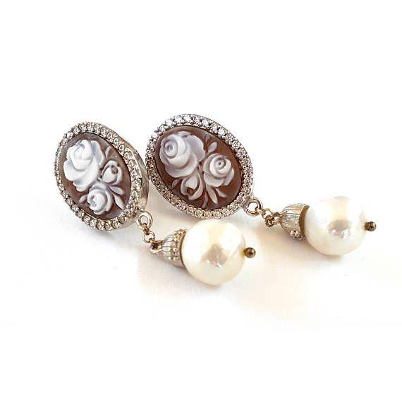 Ehi, ho trovato questa fantastica inserzione di Etsy su https://www.etsy.com/it/listing/265276321/orecchini-cammei-floreali-zirconi-perla