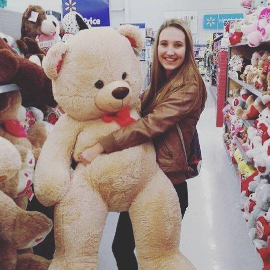 In America everything is bigger - even the teddy! #efiamswiss #efclassof17 #efexchangestories #austauschjahr #exchange #america #usa #teddy #shopping #smile #happy #timeofmylife