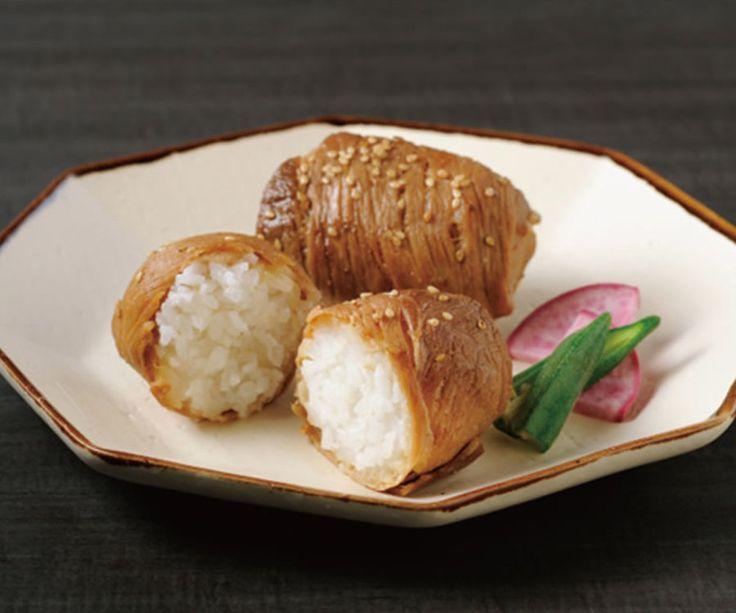 【鹿児島県産黒豚の肉巻きおにぎり】 鹿児島県産黒豚と特別栽培米「あきたこまち」を使用した甘辛い絶品肉巻きおにぎりです。