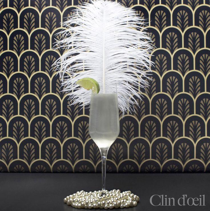 On se la joue riche et célèbre le temps d'une soirée d'Halloween en arborant nos plus beaux bijoux et en buvant le cocktail Glam.RECETTE: - 1 1/3 oz de rhum blanc Bacardi Superior- 3 1/3 oz de vin mousseux- 2/3 oz de jus de lime- 1/2 c. à thé de sucre en poudre- Quartiers de limePRÉPARATION: - Dans un shaker rempli de glaçons, verser le rhum blanc et le jus de lime.- Ajouter le sucre en poudre et quelques quartiers de lime.- Agiter vivement de 8 à 10 secondes.- F...