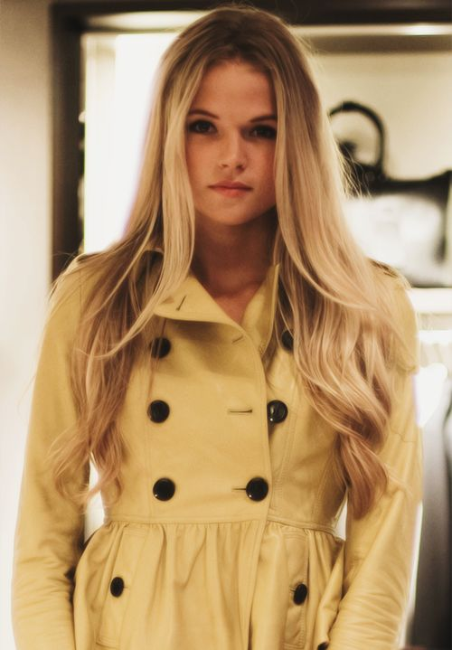 If i looked like her, i seriously wouldn't want anything else!