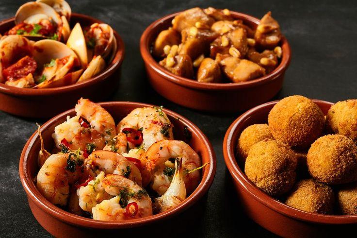 Tapas sind spanische Spezialitäten und leckere Häppchen. Hier finden Sie 6 köstliche Tapas Rezepte für Tapas-Menüs und Gäste. Einfach und schnell...