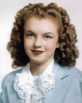 A rare photo of Norma Jeane (Marilyn Monroe) MM around 12 years old. http://dunway.us