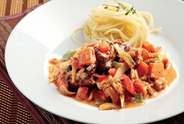 Μοσχάρι κατσαρόλας µε λαχανικά και σος γιαουρτιού-featured_image