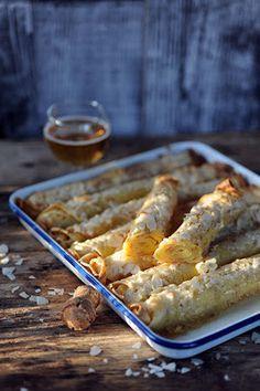 Dorian cuisine.com Mais pourquoi est-ce que je vous raconte ça... : Mes crêpes comme une galette à la frangipane pour avoir les crêpes et la galette dans la même assiette!