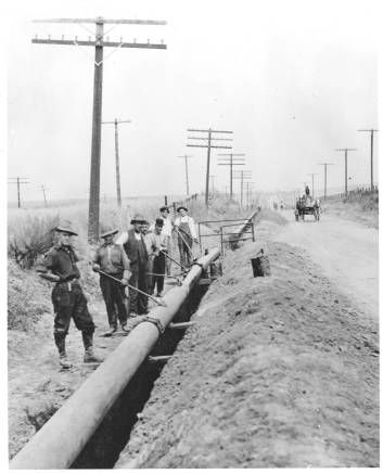 Installation of a gas line for Southern California Gas Company along San Fernando Road, 1910. The line was finished in 1912. By 1913, gas was being transported from the natural gas fields near Taft, CA, to the Burbank area. By 1924, services reached to Tujunga. Black and white photograph, 10 x 8 in.