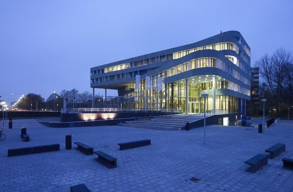 Sint Nicolaaslyceum  Design: DP6 Architectuurstudio  Commissioner: Stichting V.O. Amsterdam-Zuid (SVOAZ)
