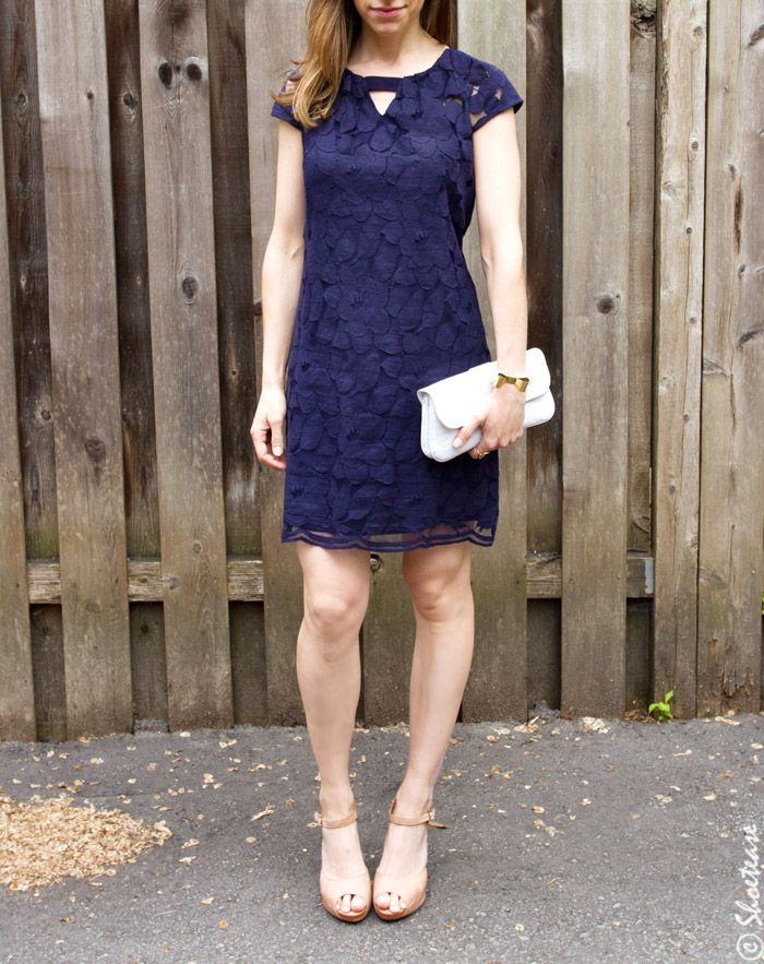 what goes with navy blue shoes
