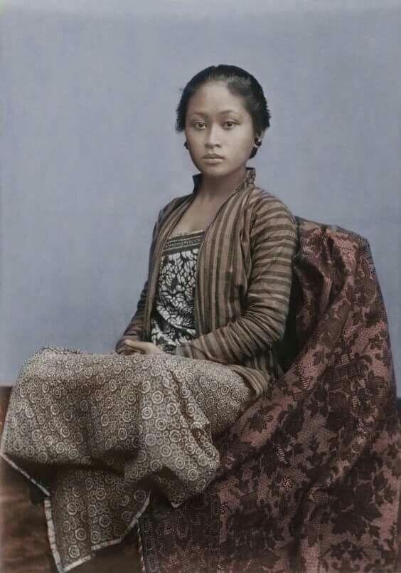 1930s. Javanese girl.