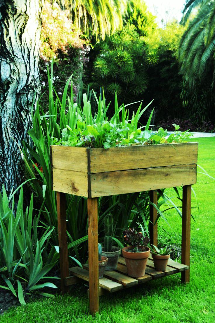 Macetero elevado Verteco. Ideal para tener tus verduras en casa o departamento.