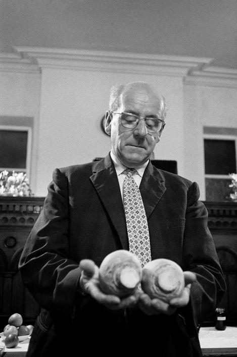 © Martin Parr/Magnum Photos GB. England. West Yorkshire. Calderdale. Hebden Bridge. Crimsworth Dean Methodist Chapel. The Harvest Auctioneer, Eric Barret, at the auction of festival harvest produce. 1975-1980.