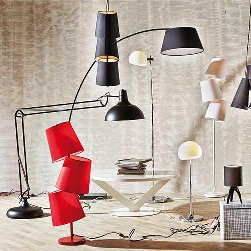 La iluminación añade carácter y ambienta la atmósfera. Elige bien el tipo de lámpara y el color e intensidad en la iluminación.
