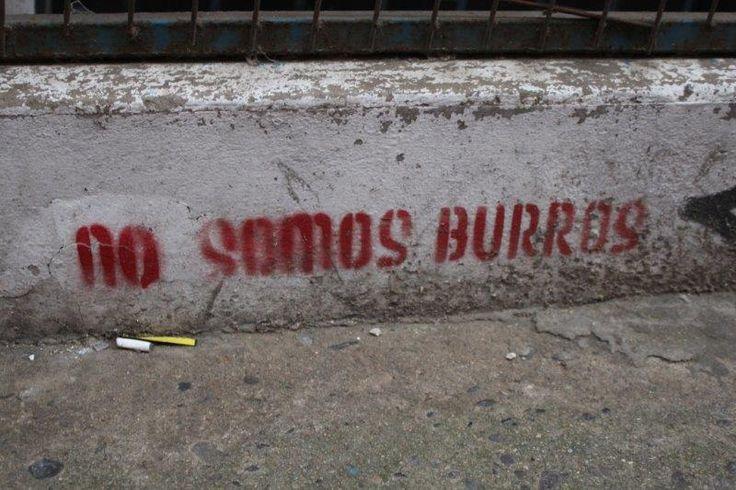 Stencil No somos burros (Valparaíso)