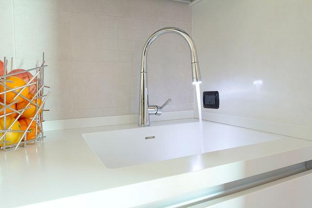 Alter / Cucina - Appartamento Lissone    Lavello in acrilico saldato al piano di lavoro