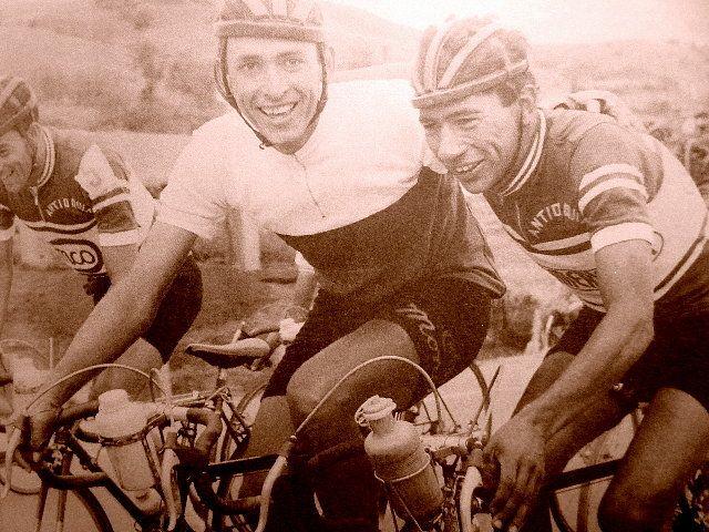 """Vuelta a Colombia. Una generacion ilustre del ciclismo de Antioquia. Martin """"Cochise"""" Rodriguez y Javier """"El Ñato"""" Suárez. Excelentes amigos en la vida, pero temerarios contrincantes en las carreteras Colombianas de entonces."""