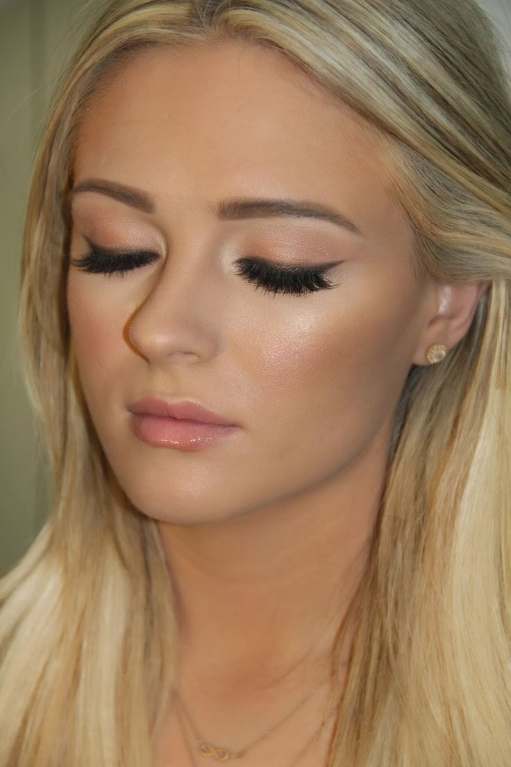 #Beautiful #makeup for #blondes - wish I could apply makeup like this