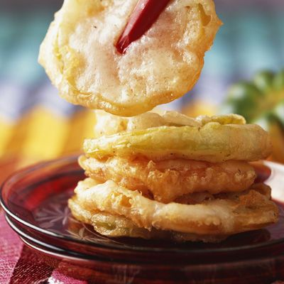 Découvrez la recette Beignets de tomates vertes sur cuisineactuelle.fr.