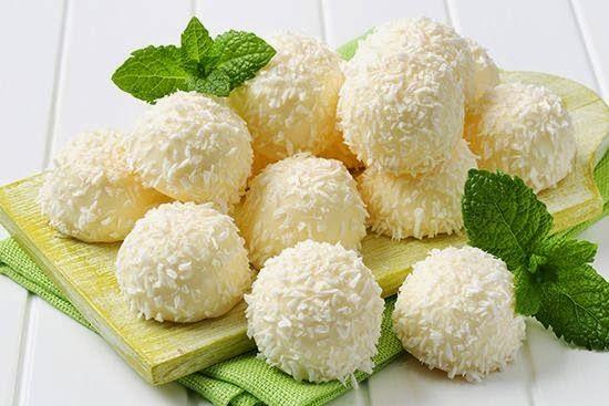 INGREDIENTI   1 pacco di wafer alla vaniglia  40 g di farina di cocco  1 tavoletta grande di cioccolato bianco  50 g di nocciole pelate  ...