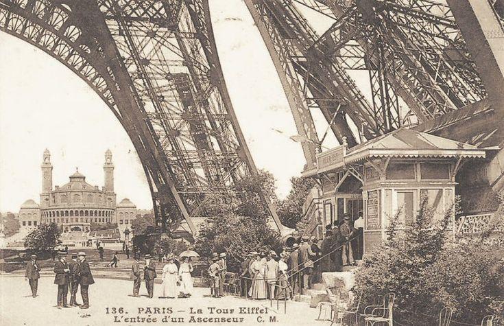 La Tour Eiffel vers 1900