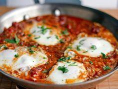 Una variante de los huevos a la flamenca pero con un toque picante y exótico. Te encantará.