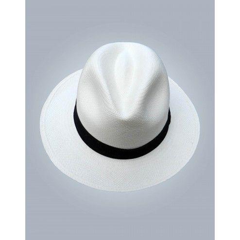 Sombrero Clásico de Hombre - Sombrero trabajado 100% en paja toquilla, tejido a mano. Es un sombrero con estilo clásico, perfecto para todo tipo de trajes.