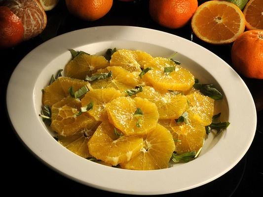 Appelsinsalat med mynte