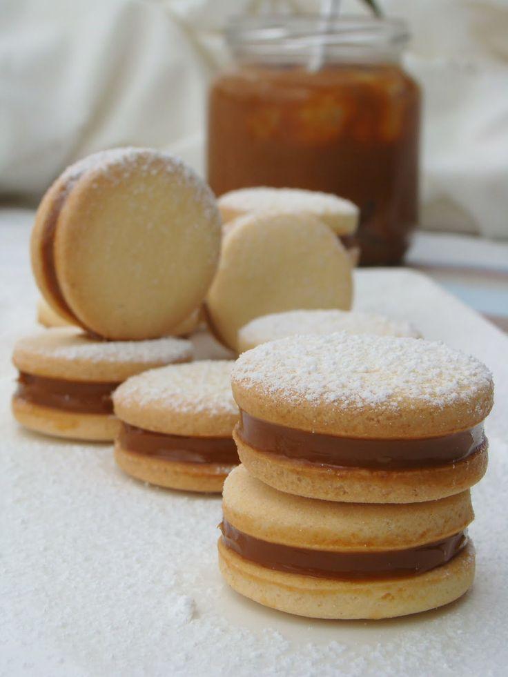 alfajores de maizena - Google Search | desserts and sweets | Pinterest