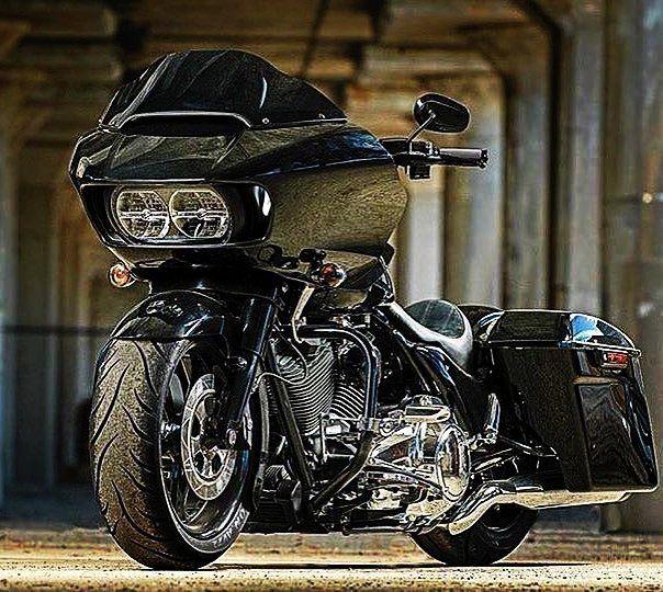 "Credit to @roadglide5150 ===================== Follow & Tag ""HD Tourers and Baggers"" on Instagram Facebook Twitter & across the Web. ===================== #hdtourersandbaggers ===================== #instamotogallery #instamoto #motorcycles #harleydavidson #roadkingclassic #roadking #roadglide #streetglide #softail #showoffmyharley #harleysofinstagram #harleylife #bikelife #bikersofinstagra #bikestagram #motorcyclelife #harleyriders #customharley #throttlezone #harleydavidsonnation…"