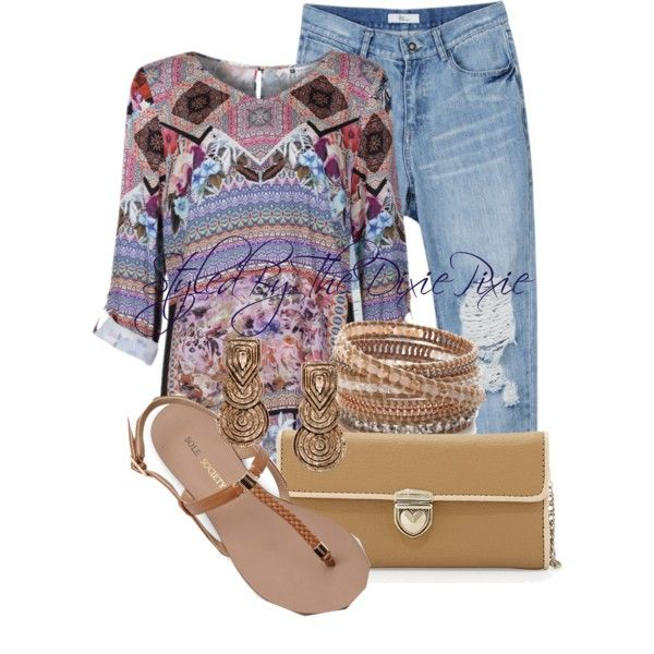 Boyfriend jeans. Tunic tops. Boho fashion. Fashion for women over 40. Summer outfits.