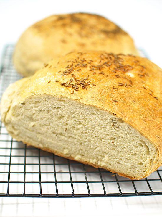 Chleb pszenny codzienny z kminkiem [film video]