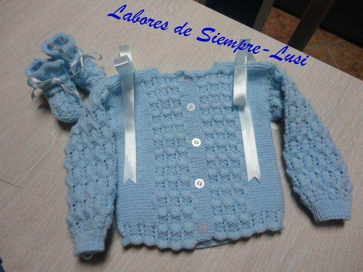 MATERIALES:  - 2 ovillos de 50g de lana para bebé (Mondial,Babi Anaïs)  - Agujas 2-1/2  - Imperdibles sujeta puntos  - 6 botones pequeños...