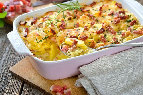 Las 🥔 PATATAS AL HORNO GRATINADAS CON QUESO Y BACON 🥓 🧀 son un plato delicioso gracias al cual vas a poder comerte estas verduras de una manera diferente