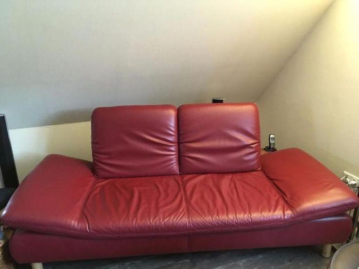 Gut erhaltenes Ledersofa der Marke Koinor, Farbe Hollywood, Lederart D, Füße Buche Echtholz.Maße: Breite 238 cm, Tiefe 80 cm, Höhe 88 cm, Sitzhöhe 42 cm, Sitztiefe 60 cmRückenlehnen sind einzeln stufenlos verstellbar, die Seitenlehnen lassen sich in 3 Stufen verstellen.Das Sofa weist auf der Sitzfläche einige kleine, oberflächliche Kratzer auf, diePolsterung ist nicht durchgesessen, die Mechanik der Rücken- und Seitenlehnen funktioniert einwandfrei.Das Sofa stammt aus einem…