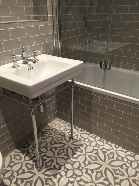 Vintage metro meets floral cement tiles in this stunning bathroom combination. #bathroomtiles #vintagetiles #cementtiles