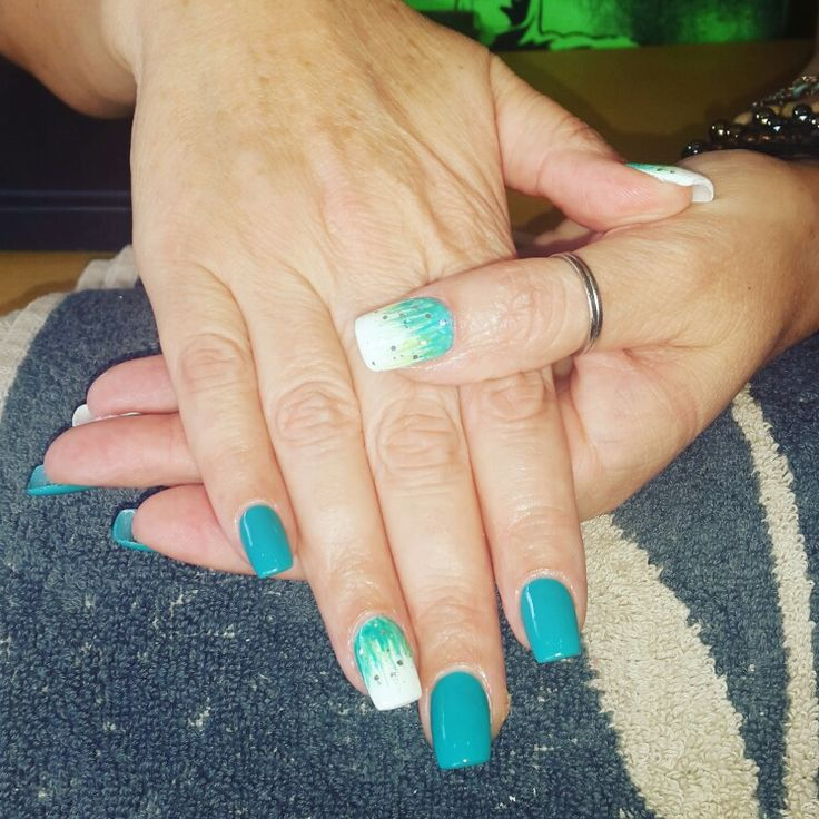 Peacock blue gel nails with fading blues and greens on the accent fingers. @amberlicious Nail studio