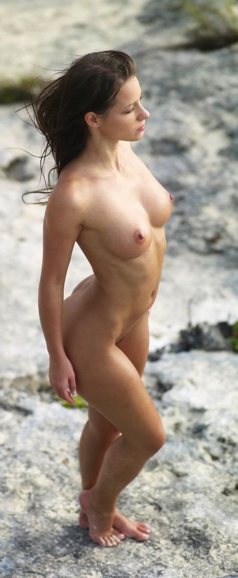 nude-latina-references-francine-smith-showing-her-pussy