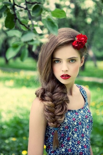 Large Fishtail Hair with Vintage Makeup