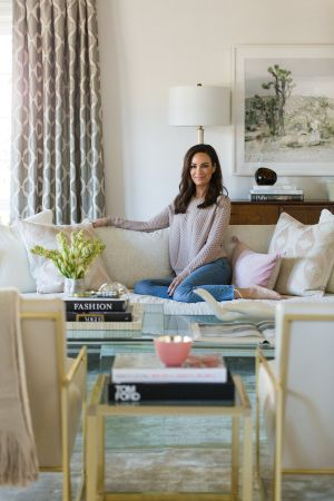 We adore Catt Sadler and anything she touches. Her new luxe living room designed with the help of Laurel & Wolf is certainly no exception. Imagine classic style with the most gorgeous modern glam touches and you're on the right track. Moments that