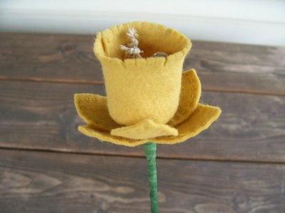 A beautiful Felt Daffodil tutorial.