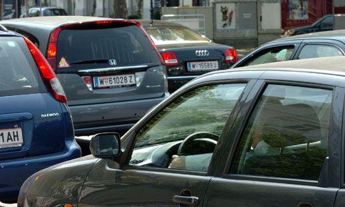 """""""Autos stehen 23 von 24 Stunden still - Die Österreicher nutzen ihre Privat-Pkw nicht gut aus, ergibt eine Studie des Verkehrsclubs Österreich. Carsharing hätte vor allem in der Stadt großes Potenzial."""""""