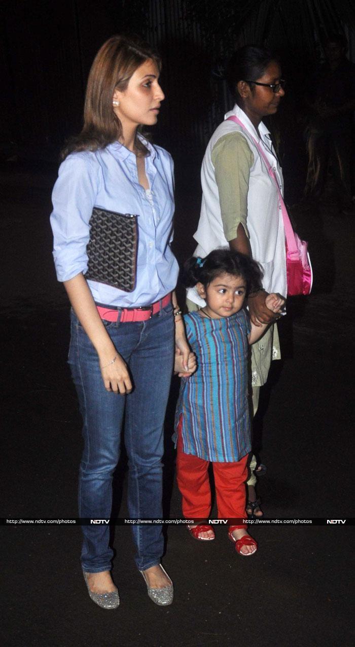 Pics: Meet Ranbir Kapoor's niece Samarahttp://movies.ndtv.com/photos/meet-ranbir-kapoor-s-niece-samara-5938