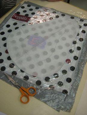 5. luokkalaiset tutustuivat uuteen tapaan tehdä itse materiaalia sulattamalla muovipusseja yhteen silitysraudan avulla. Tällä tavalla saa k...