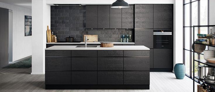 Kom innom Kvik og se vårt svarte og elegante Mano Sera SamtaleKjøkken® med ekte tredører og tidløse detaljer som holder år etter år.
