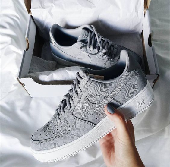 Sneakers addict : grey Nike Air Force One <3 shoes trends, athleisure style, winter style