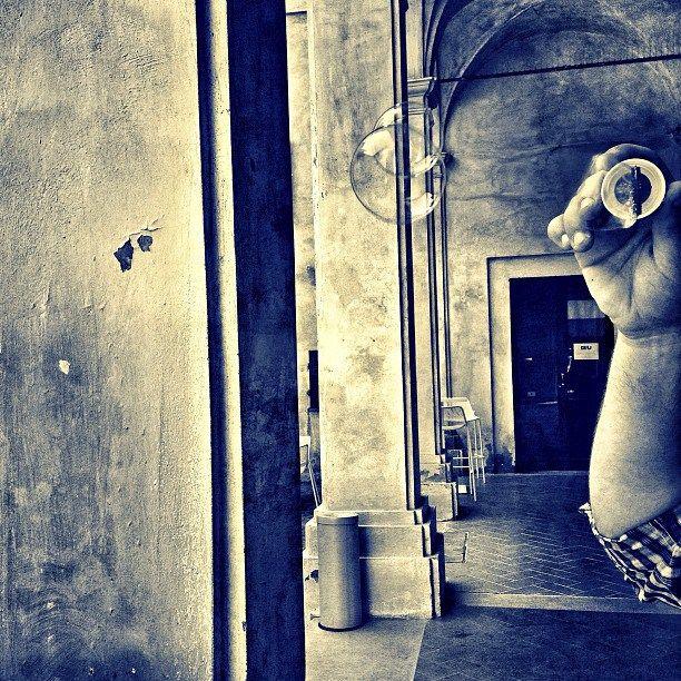 """Palazzo della Penna è una residenza gentilizia cinquecentesca sorta sui resti di un anfiteatro d'epoca romana. Al suo interno ospita un ricco patrimonio di opere d'arte, tra cui spiccano la """"Raccolta Gerardo Dottori"""" e la """"Raccolta Joseph Beuys"""". Oggi si è evoluto in un vero e proprio """"Centro di cultura contemporanea"""", spazio poliedrico e vitale in cui si svolgono esposizioni temporanee, incontri letterari e molteplici altre attività culturali, animate dalla presenza di un caffè gourmet…"""