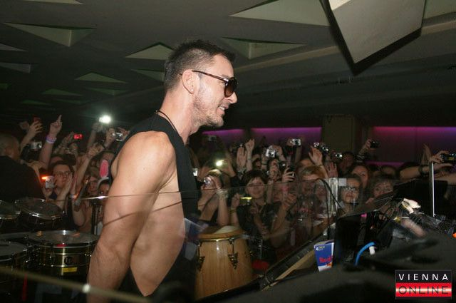 26 November 2011 - Vienna, Austria (Passage Club After Party) - News, Videos and Photos about Shannon leto, just in shannon-leto.com