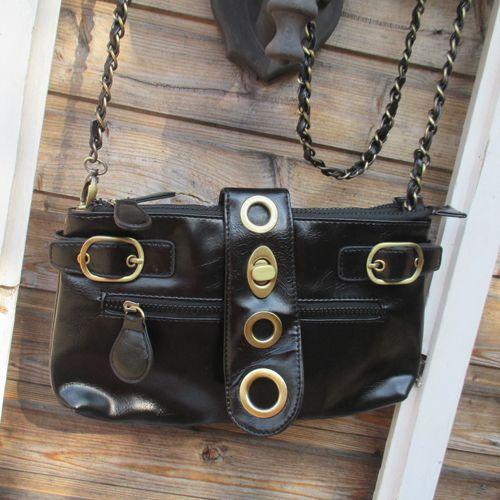 Pikkulaukku Soljet Musta Kivan kokoinen laukku arkeen tai juhlaan. Kaksi erillistä vetoketjullista osiota.  Paljon taskuja ja lokeroita. - See more at: http://somemore.fi/tuotteet.html?id=5/592#sthash.tojbIMsv.dpuf